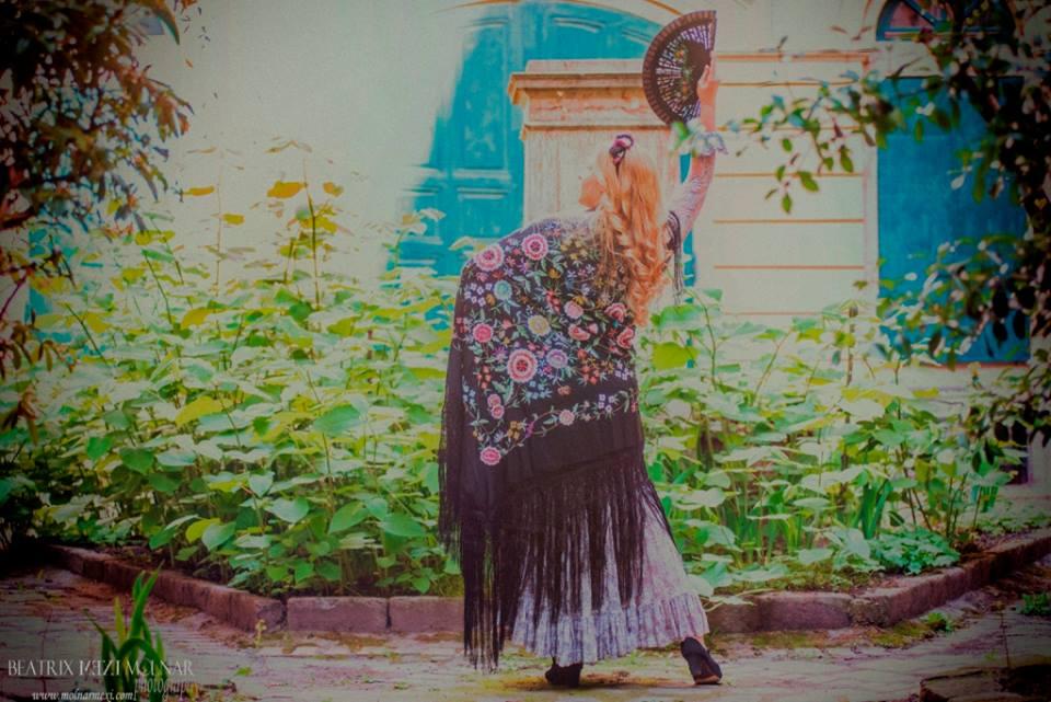 Bucsás Györgyi flamenco kendővel