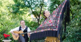 Pécsi Corazon Flamenco Együttes kendővel